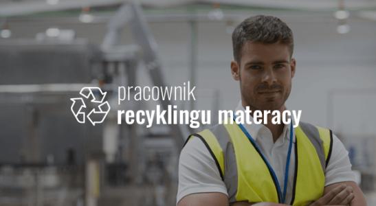 Pracownik recyklingu materacy